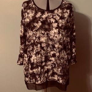 Black and white floral crinkle top